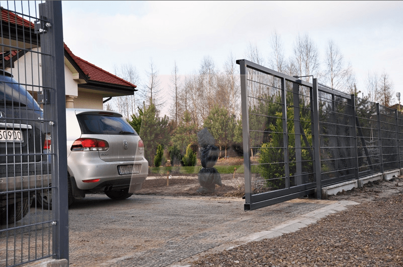 Brama przesuwna wypełniona panelem 2D Border