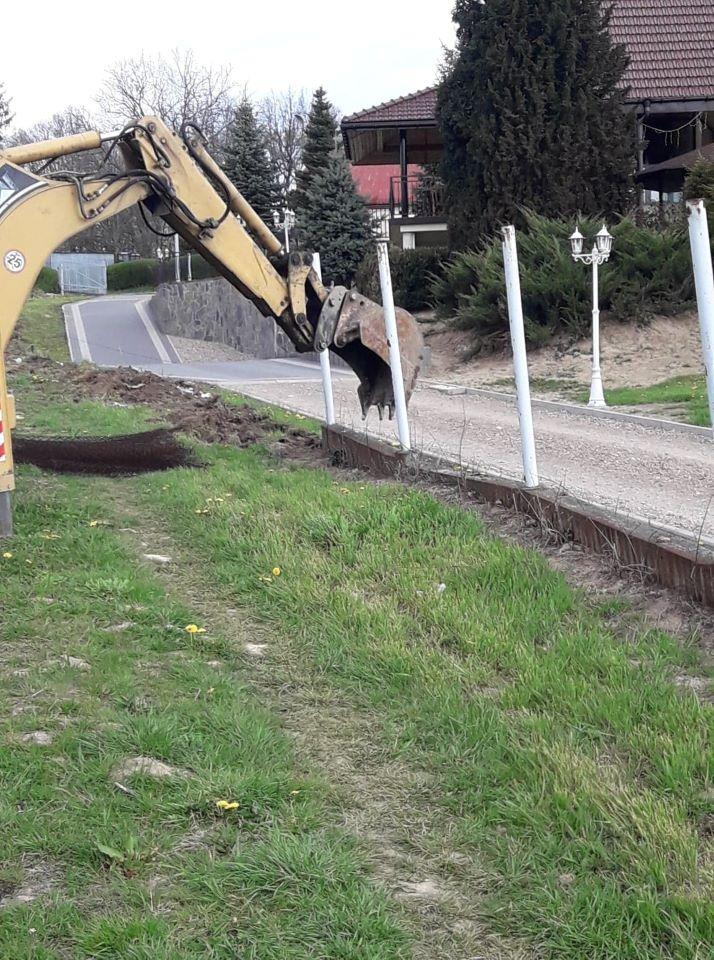 demontaż starego ogrodzenia BORDER